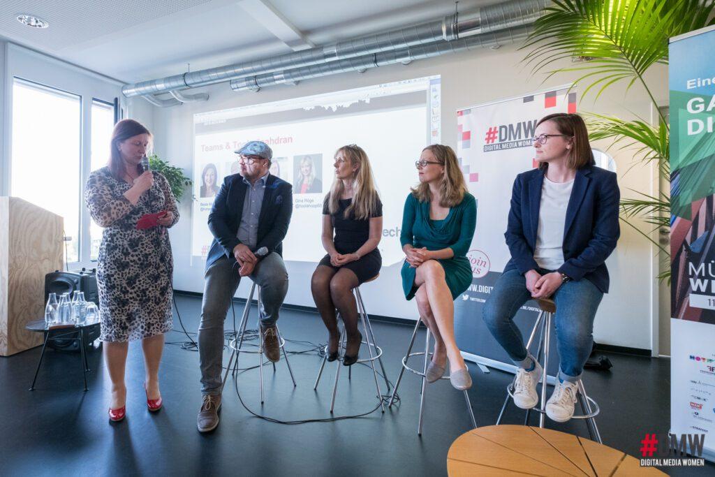 Im Panel Florian Bauhuber, Gina Röge, Christine Plass und Charlotte Reimann mit unserer Moderatorin Beate Mader Foto von Simone Naumann