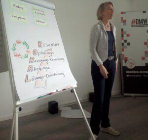 Franziska Wiebel präsentiert auf dem Speakerinnen-Casting