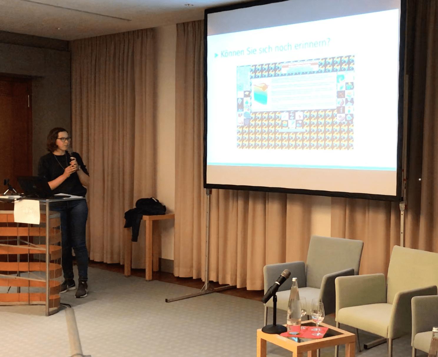Sabine Bertram, DMW Themenabend Kryptowährung und Blockchain, Moderation Nadine Bütow