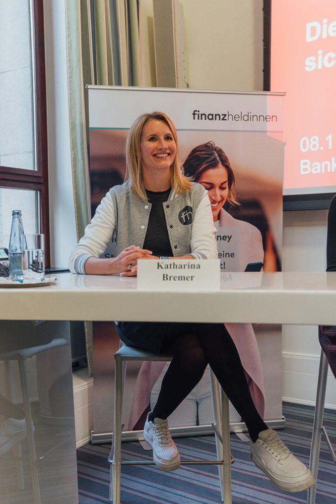 """Katharina Bremer, finanz-heldinnen, beim #DMW Panel """"Kümmert euch um eure Finanzen! Die Rente ist nicht sicher!"""""""