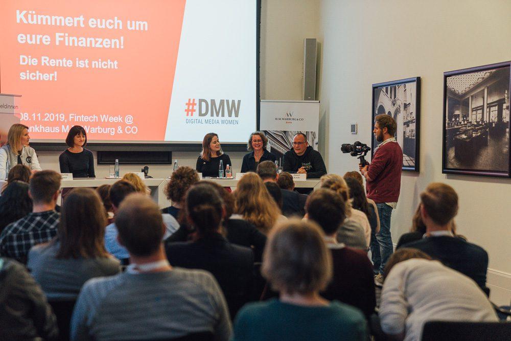 """""""Kümmert euch um eure Finanzen"""". #DMW Fachpanel mit Katharina Bremer, Bente Lorenzen,  Sandra Roggow, Dani Parthum und Daniel Korth."""