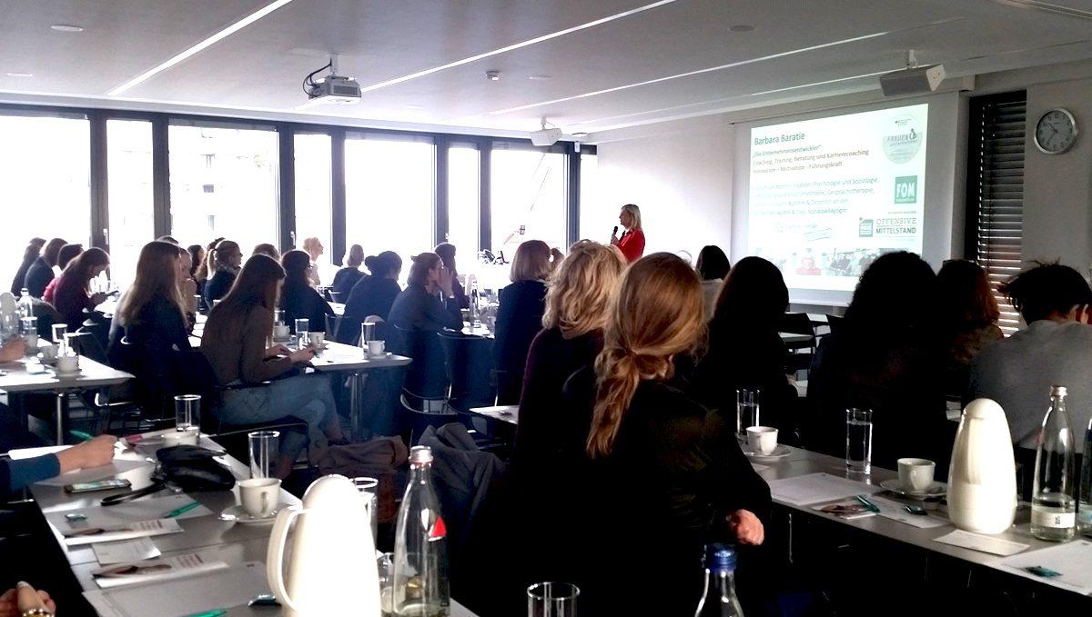 #DMW Rehinland auf dem 8. FOM Frauenforum in Köln Vortrag Barbara Baratie
