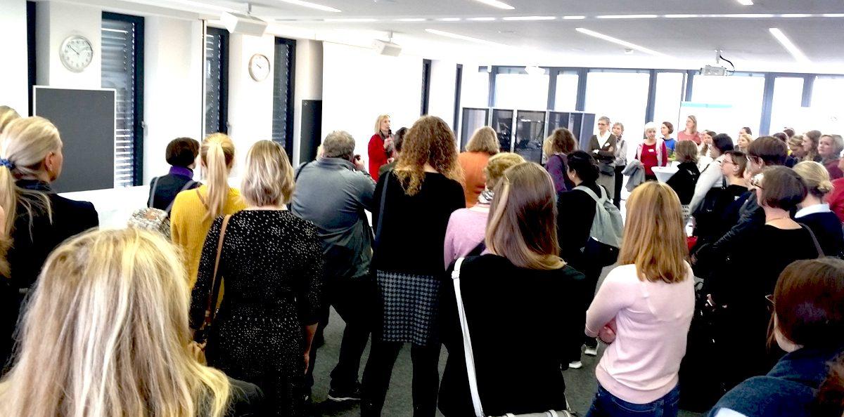 #DMW Rehinland auf dem 8. FOM Frauenforum in Köln- Begruessung