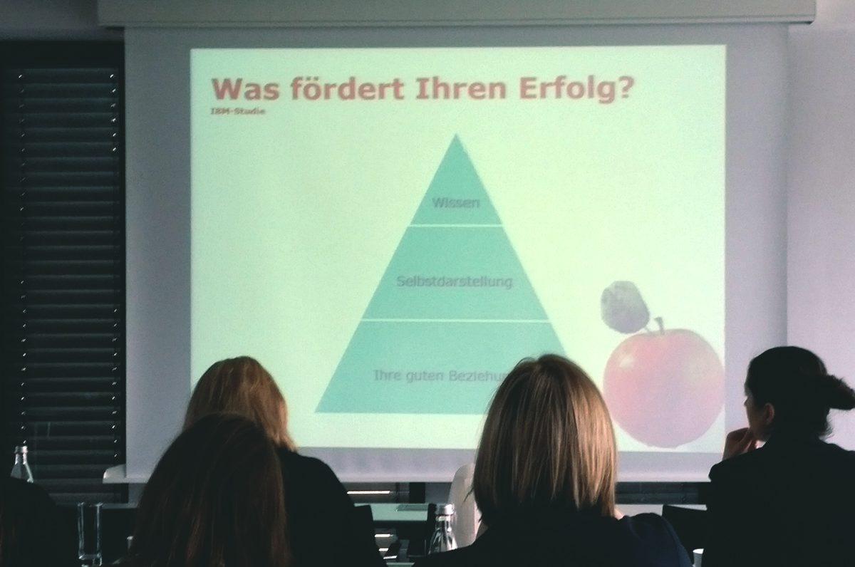 #DMW Rehinland auf dem 8. FOM Frauenforum in Köln Karriereipps für Frauen von Barabra Baratie